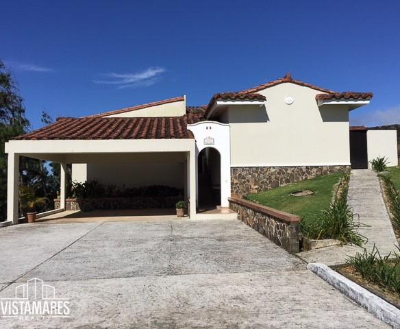 Espectacular residencia en Los Altos de Cerro Azul